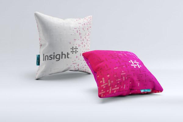 cuscini con grafica coordinata Insight Italia