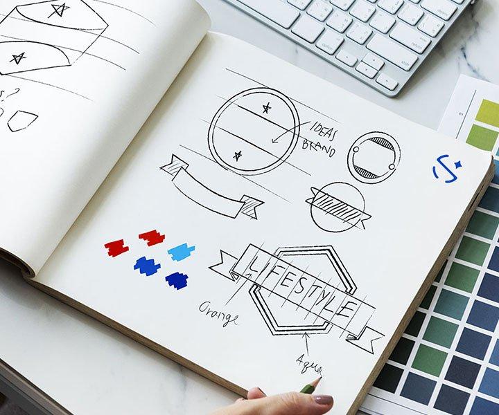progettazione di un logo a mano